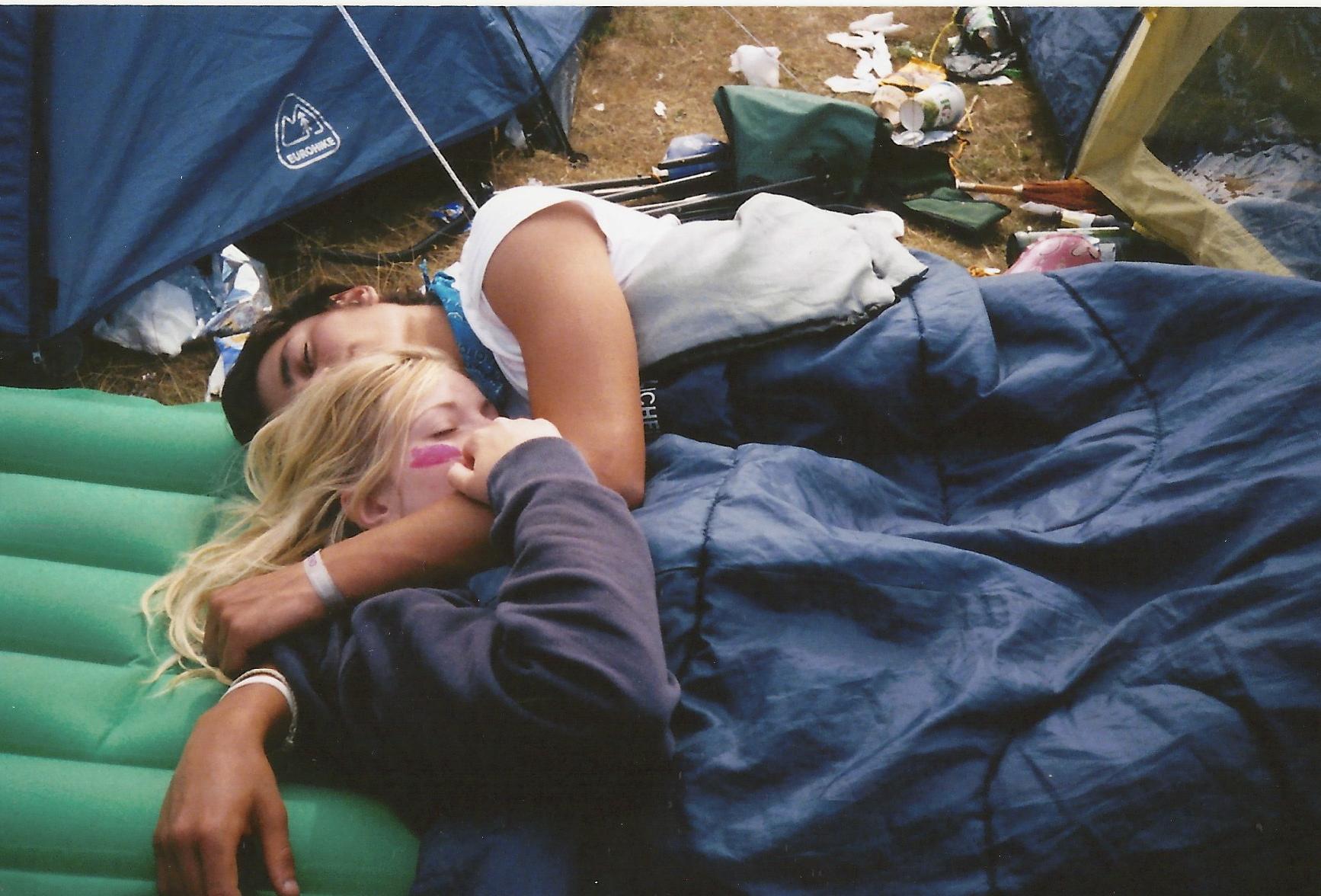 С женой и другом в палатке 8 фотография